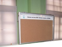 Средне-специальное, высшее образование Стенд-витрина с поднимающейся на микролифтах дверцей 1200х900